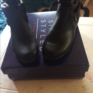 Simply styled Roxie boots
